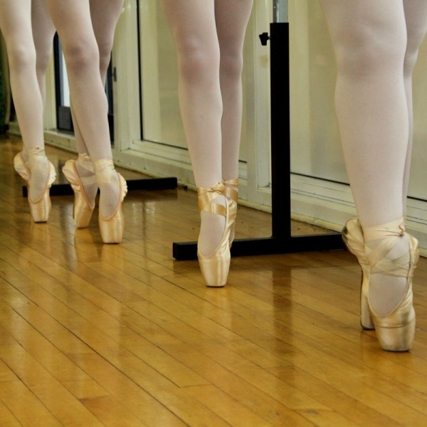 En pointe, Thompson Schools of ballet