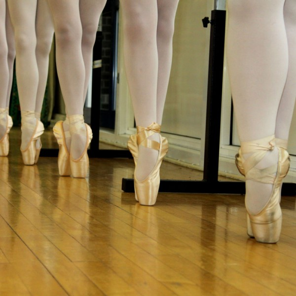 En pointe, Thompson Schools of ballet